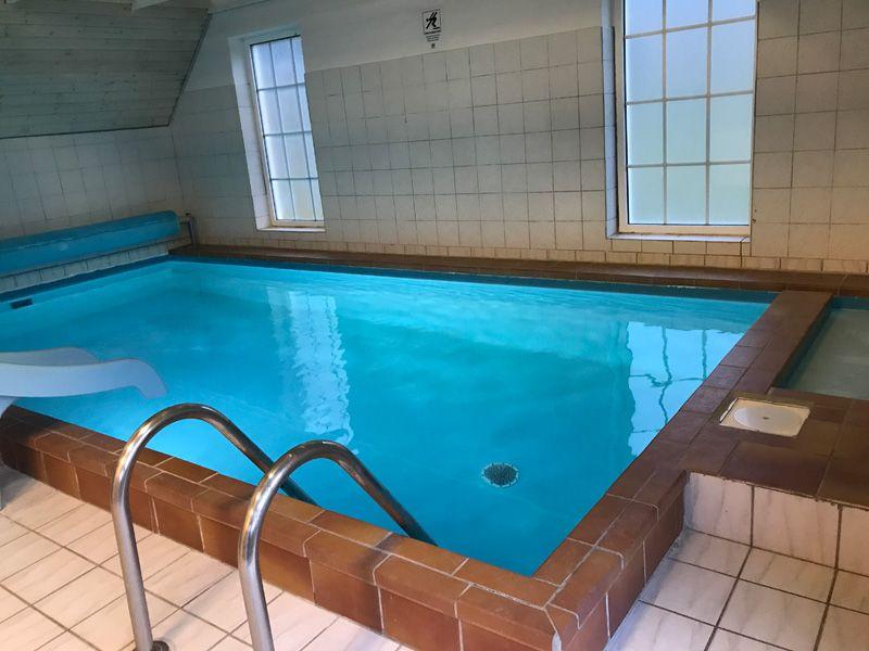 ferienhaus mit pool vester husby 14 personen. Black Bedroom Furniture Sets. Home Design Ideas